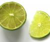 Agua de lima, pepino y jengibre que desintoxica y adelgaza